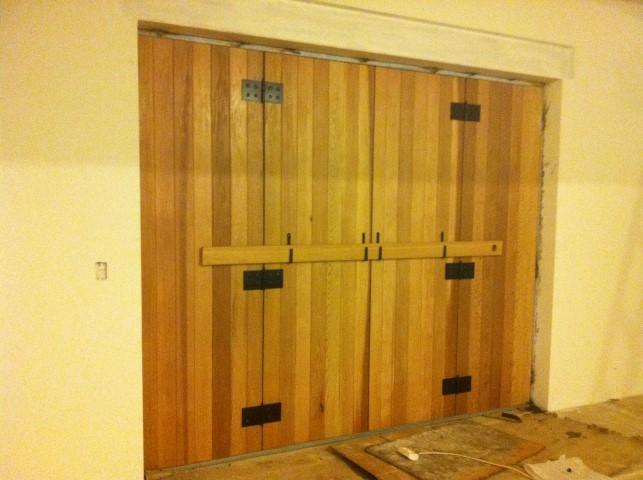 דלתות עץ ארז