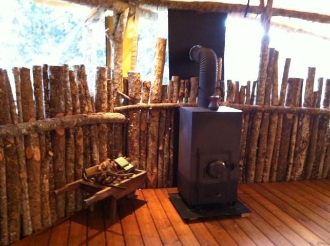 תנור העצים בתוך הסטודיו