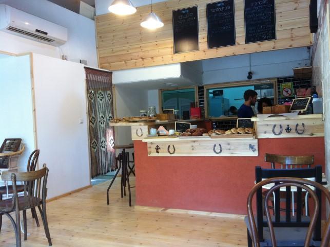 קפה בלומה - רצפת גלריה