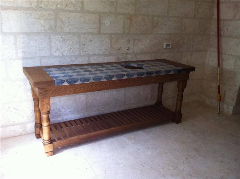שולחן משולב עץ וגרניט