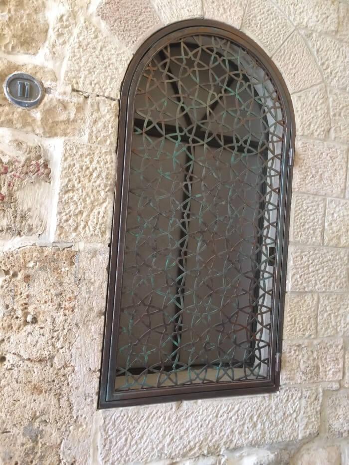 סורג ברזל עתיק ברובע היהודי בירושלים