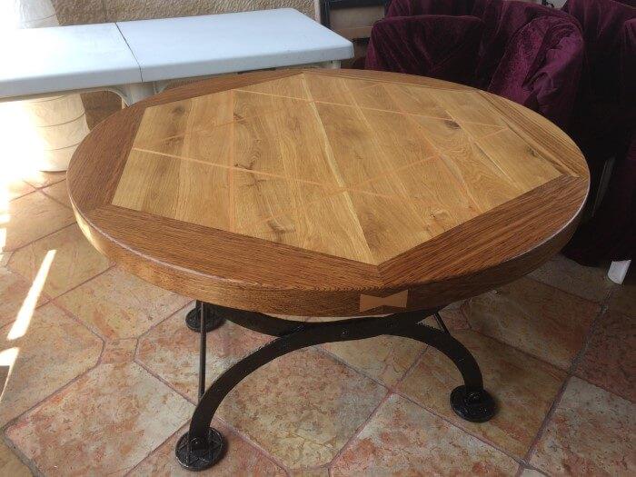 שולחן עגול במראה עתיק