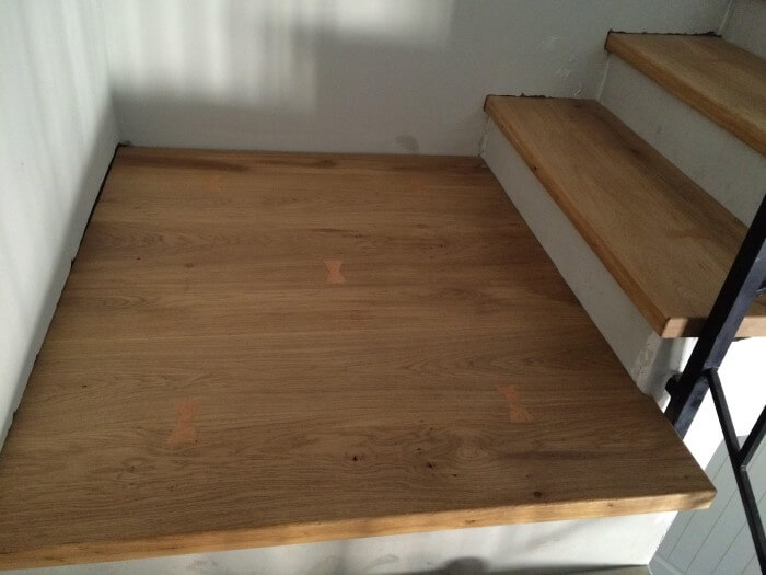 מדרגות עץ אלון